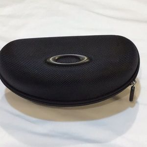 Oakley rigid sunglasses case with zipper